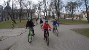 vaikai dviraciai